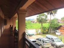 Senehuaphan Guesthouse: balcony/terrace