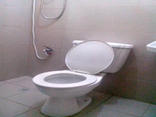 The Voyageurs Inn Manila - Bathroom