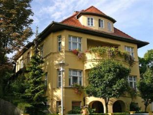 /pension-villa-gisela/hotel/weimar-de.html?asq=jGXBHFvRg5Z51Emf%2fbXG4w%3d%3d