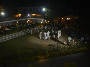 Green Park Resort Chitwan Chitwan - Tharu Stick Dance