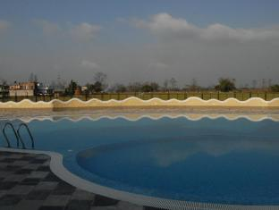Green Park Resort Chitwan Chitwan - Swimming Pool
