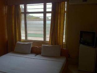 /east-legon-guest-lodge/hotel/accra-gh.html?asq=vrkGgIUsL%2bbahMd1T3QaFc8vtOD6pz9C2Mlrix6aGww%3d