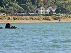 Beachfront Wellington Bed and Breakfast | New Zealand Budget Hotels