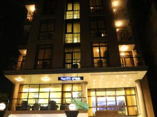 /caravan-hotel/hotel/addis-ababa-et.html?asq=GzqUV4wLlkPaKVYTY1gfioBsBV8HF1ua40ZAYPUqHSahVDg1xN4Pdq5am4v%2fkwxg