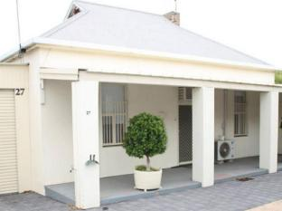 Squatters Cottage