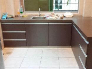 Eden Staycation Apartment Kuching - Kitchen