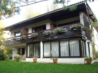 /apartments-and-rooms-andrea-s-house/hotel/bled-si.html?asq=5VS4rPxIcpCoBEKGzfKvtBRhyPmehrph%2bgkt1T159fjNrXDlbKdjXCz25qsfVmYT