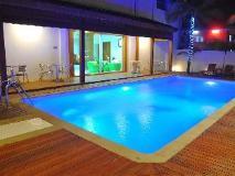 Paragon Hotel: swimming pool