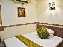 J2 Guest House: guest room