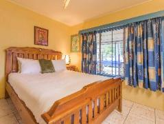 Cairns Luxury Apartments - Clifton Beach House | Australia Hotels Cairns