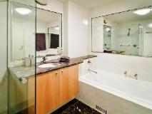 Wyndel Apartments - Shore Mark: bathroom