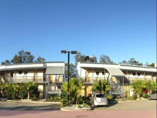Novena Palms Motel