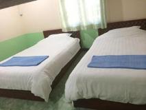 Phonenapha Hotel: guest room