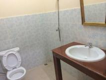 Phonenapha Hotel: bathroom