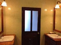 Villa Senesouk Riverside: bathroom