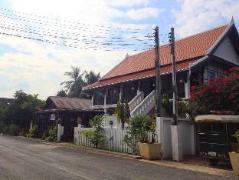 Villa Senesouk Riverside Laos