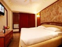 Hotel Royal Garden : guest room
