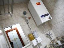 Russian Hostel: bathroom