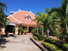 Arunothai House Pool Villa Phratumnak Hill   Cheap Hotel in Pattaya Thailand