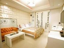 Shine Motel: guest room