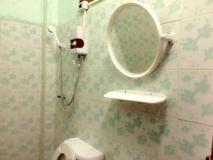 Bouasy Guesthouse: bathroom