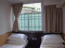 Modern Inn: guest room