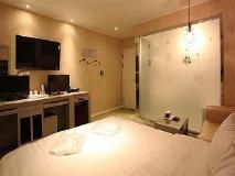 Luna Motel: guest room