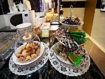 Luna Motel: food and beverages