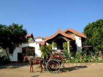 Manisanda Hotel: exterior