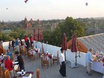 Manisanda Hotel: balcony/terrace