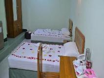 Daw Htay Hotel: guest room