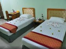 Daw Htay Hotel: golf course