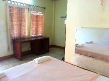 B and P Hotel: guest room