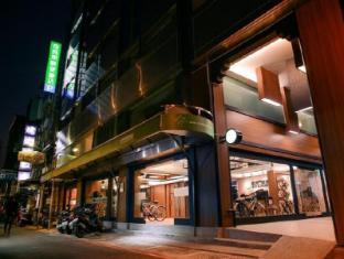 Kiwi Express Hotel – Chenggong Rd Taichung - Entrance