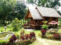 May Haw Nann Resort: bamboo cottage with private garden