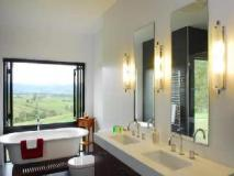The Ridge Gloucester Holiday House: bathroom