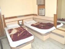 Hotel Gush International: guest room