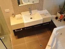 Apollo Bay Cottages: bathroom