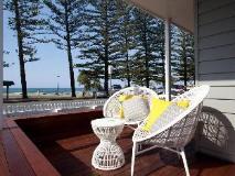 Bujerum Apartments on Burleigh: balcony/terrace