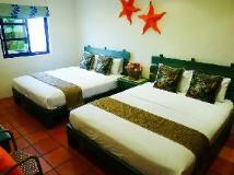 Sine Ya Hostel: guest room