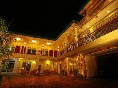 Hotel Travellers Nest | Sri Lanka Budget Hotels