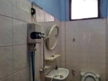 Muthong Guesthouse: bathroom
