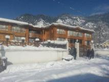 Hotel Paradise Inn: snow view