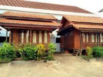 Vannida Hotel and Bungalow: exterior