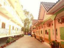 Phetchinda Guesthouse: exterior