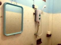 Thipphachanh Hotel: bathroom
