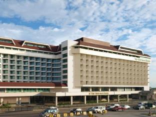 Heritage Hotel Manila - Hotel Facade