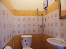 Tephavong Guesthouse: bathroom