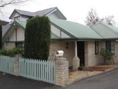 Australia Hotel Booking | Twin Pines Cottage on Lansdowne