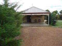 Gumtrees Cottage    Australia Budget Hotels